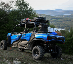 Can-Am_Off-Road-Side-by-side-vehicle-Commander-MaxXT_Unit_MY21_KST_3407.jpeg